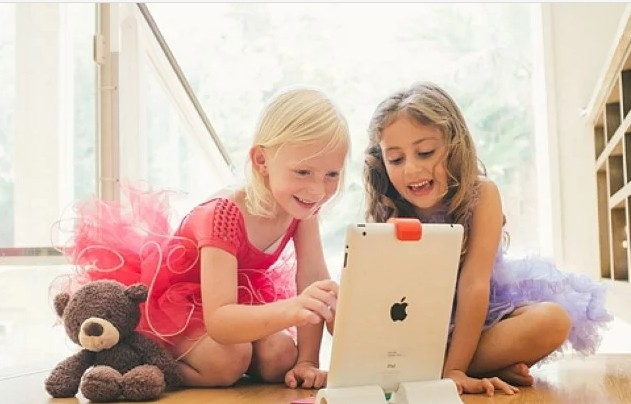 Children can play with objects in the real world with Osmo and the iPad