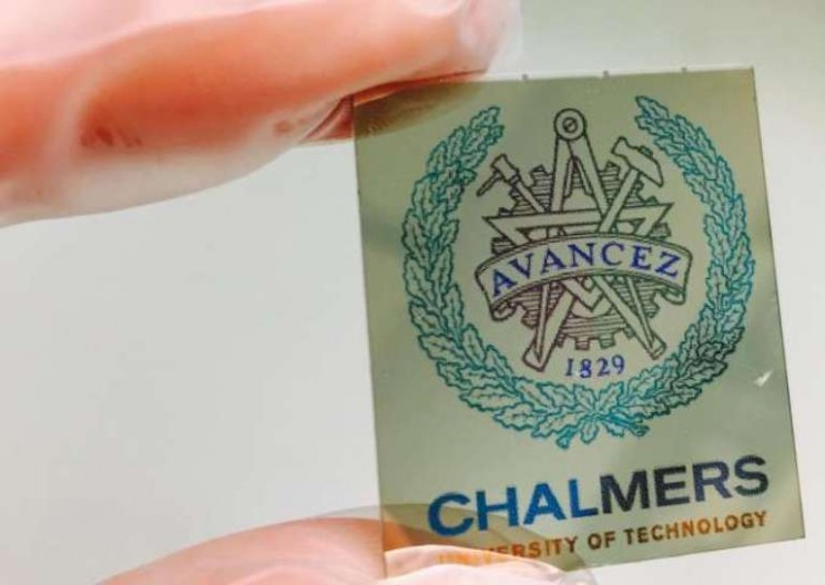 New Electronic 'Paper' Displays Entire Color Range at Less than a Micrometer's Thickness