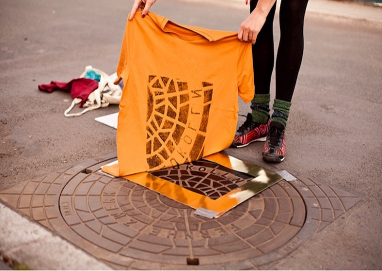 """Pirate Printers"" are Using Manholes to Print Custom T-Shirts"