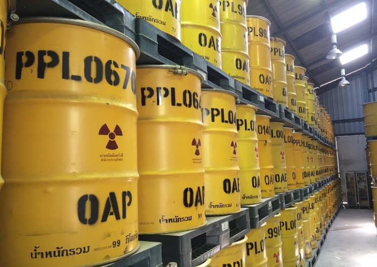 How Does Nuclear Waste Get Shipped ?