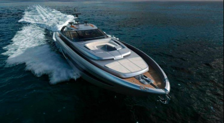 The Riva 88 Florida offers convertible to coupe in a yacht