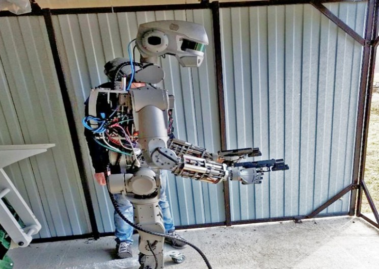 A Closer Look at Russia's Terrifying Gun-Wielding Robot FEDOR