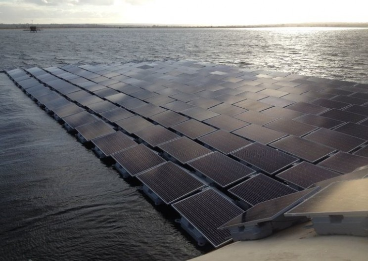Floating renewable power projects now appearing in the UK
