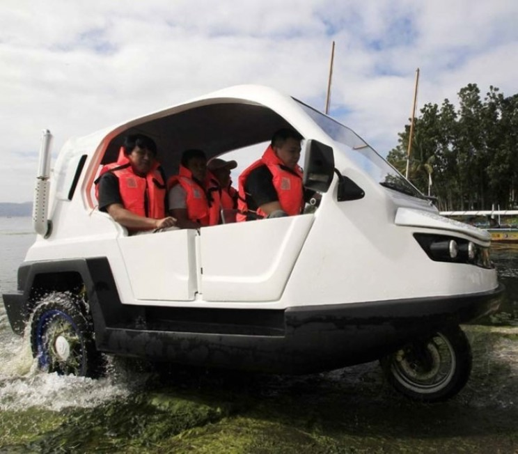Salamander amphibious car could keep residents of Philippines mobile in floods