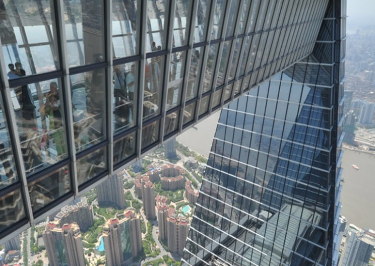 20 Spine-Chilling Glass Skywalk Attractions Around the World
