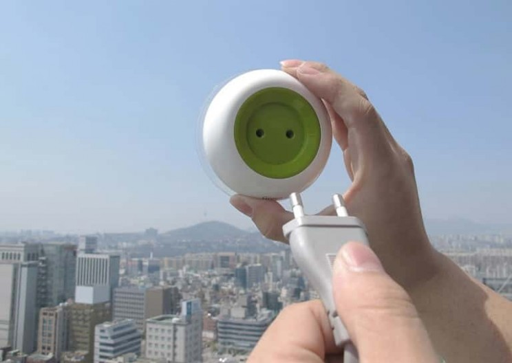 Solar-Powered Sockets that You Can Stick to Your Window