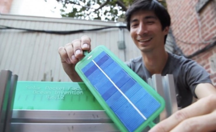 The Solar Pocket Factory takes 15 seconds to print out a solar panel