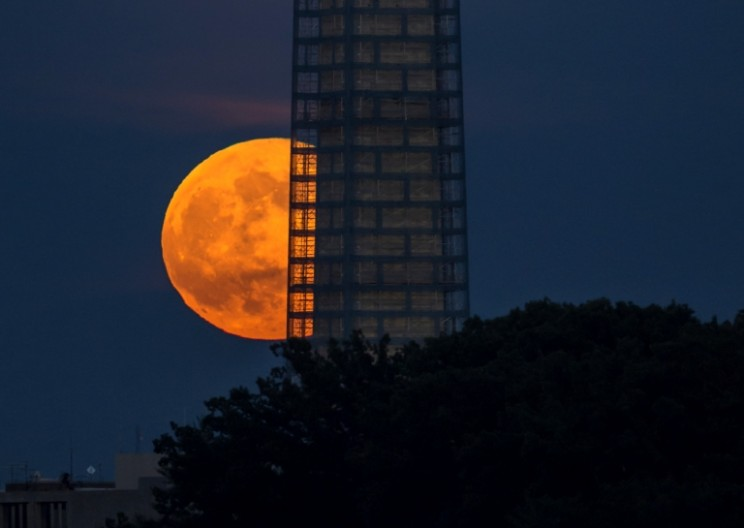 Watch Out for Record-Breaking Closest Supermoon of 21st Century