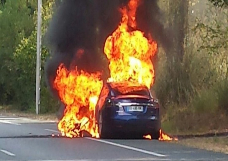 Tesla Battery Explodes and Burns Car to a Crisp