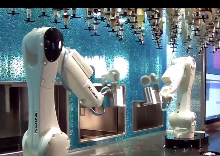 Las Vegas Is Getting A Robot Bar Where Bionic Bartenders Mix Drinks