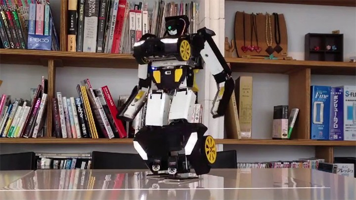 Japanese engineer spends 10 years making impressive Transformer Robot
