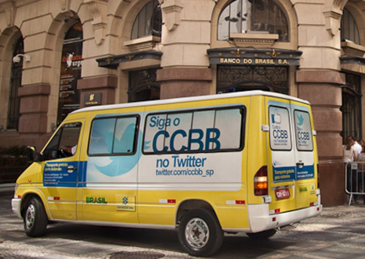 These Vans Provide Brazilians in Japan With Food and Mobile Banking