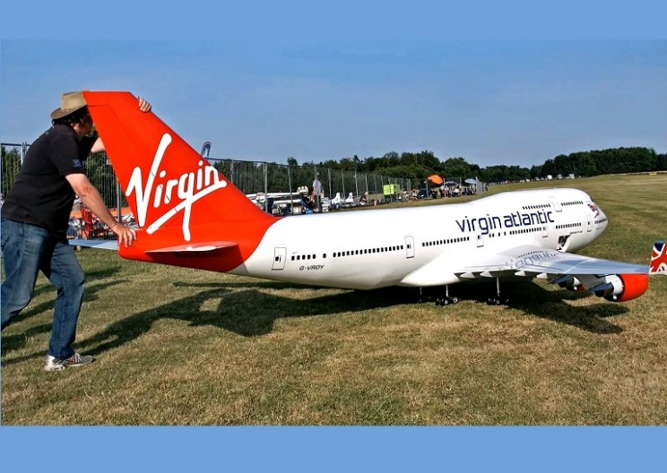 Biggest RC Airplane In the World:  Boeing 747-400 Virgin Atlantic Airliner