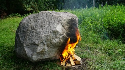 Wi-Fi Router Hidden in a Boulder is Powered by Fire