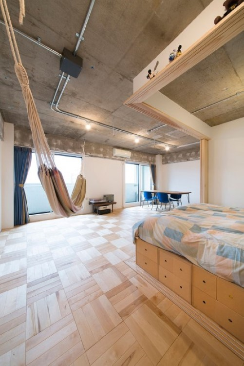 Tokyo bedsit turned into adaptable apartment thanks to partitions