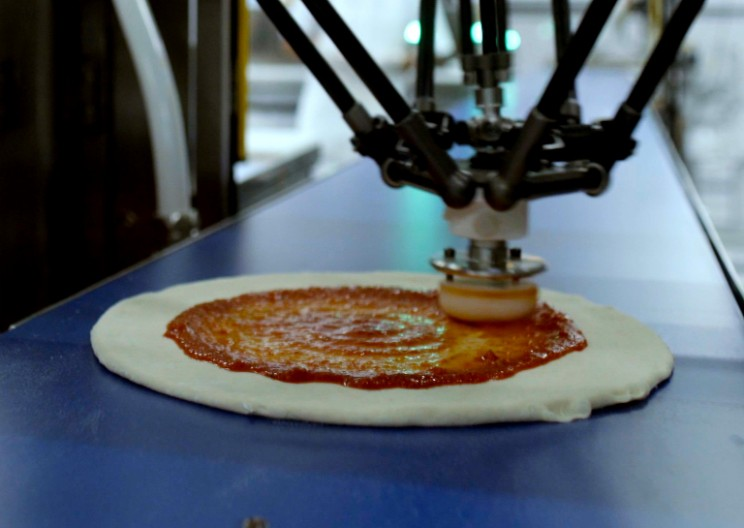 The Robot Pizza Wars Have Officially Begun