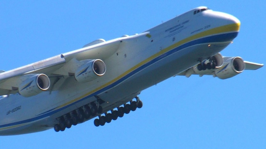 World's largest plane completes a successful first flight ... |Worlds Largest Plane