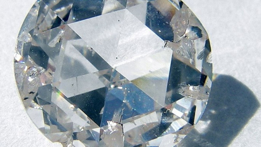 """Scientists Just Created a New """"Glass"""" That's Tougher Than Diamond"""