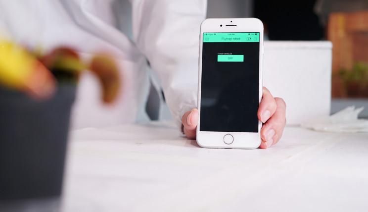 Engineers Control Venus Flytraps Through Smartphones