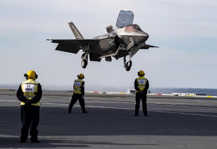 F-35 carrier landing