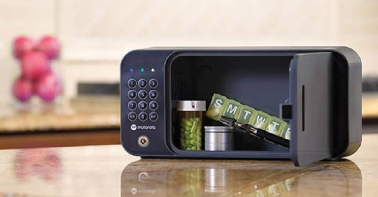 A Smart Safe That Lets You Monitor Your Items