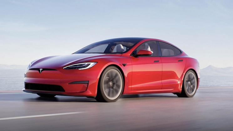 Unplugged Tesla Model S Plaid Leaves Supercars In the Dust