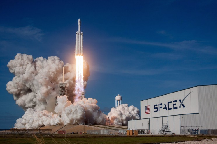 Space X Set to Beat Its Own Distance Record with Falcon Heavy Booster Landing