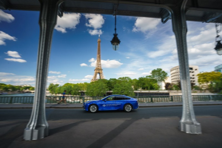 Toyota Mirai Breaks World Record for Driving on Hydrogen with 623 Miles