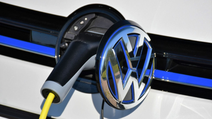 VW CEO Says Electric Batteries Are Better than Hydrogen Cars