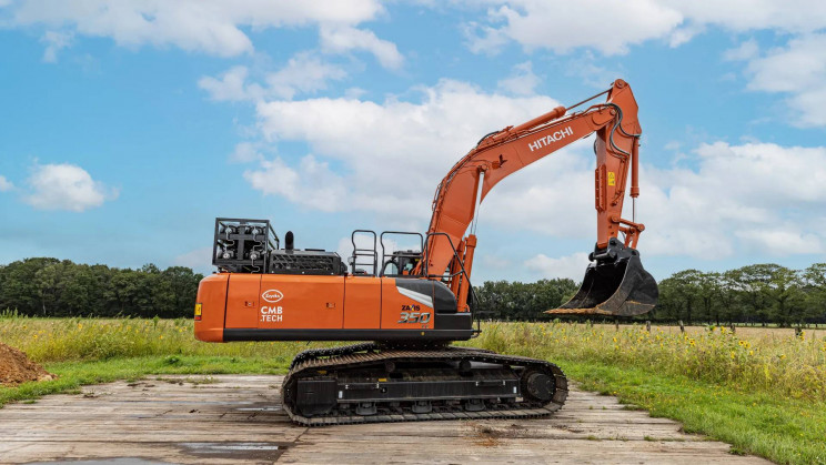 This 37-Tonne Excavator Has Been Converted into a Dual-Fuel Hydrogen Power Machine