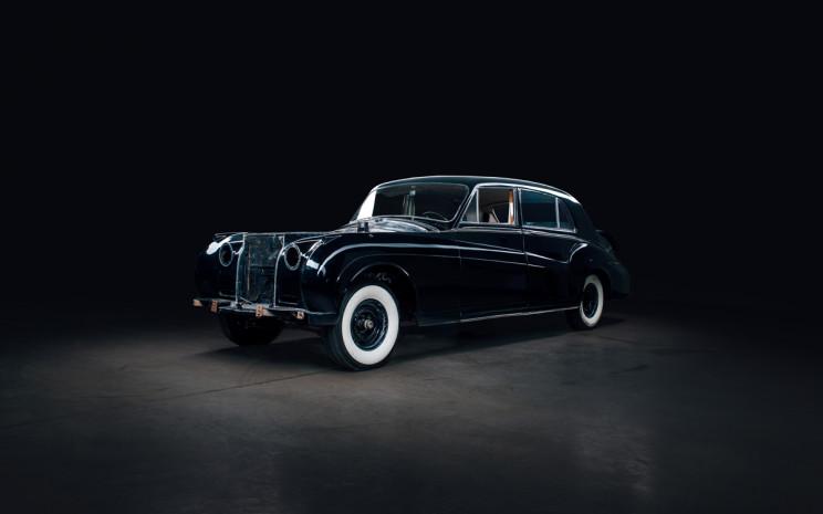 Rolls-Royce Phantom V 01