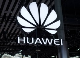 Huawei's New OS Accelerates Plans to Challenge Google, Apple's Dominance