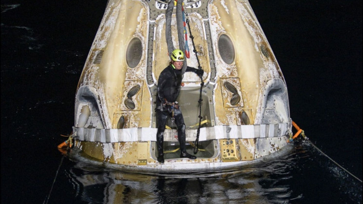 NASA and SpaceX Crew-1 Lands in Historic Nighttime Splashdown