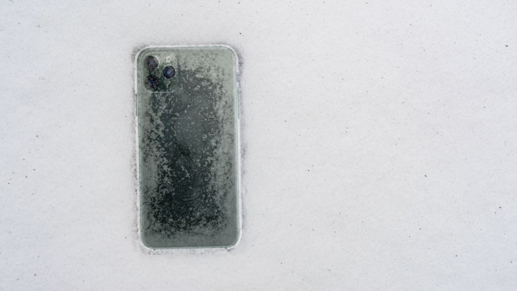 iPhone 11 Pro Survives a Month at the Bottom of a Frozen Lake