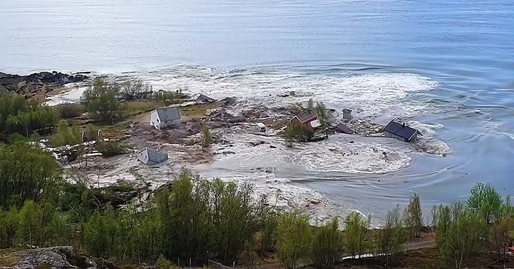 Landslides in Norway cause houses to be washed into the sea