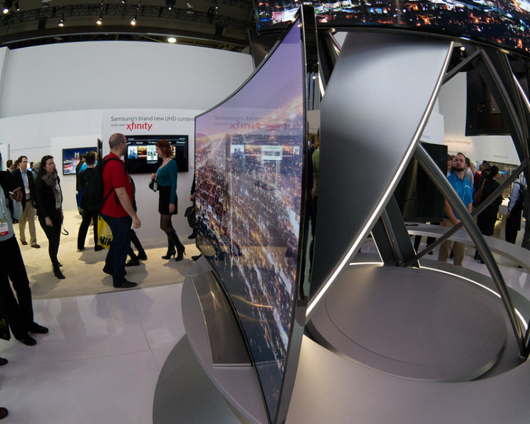pros and cons of curved tvs