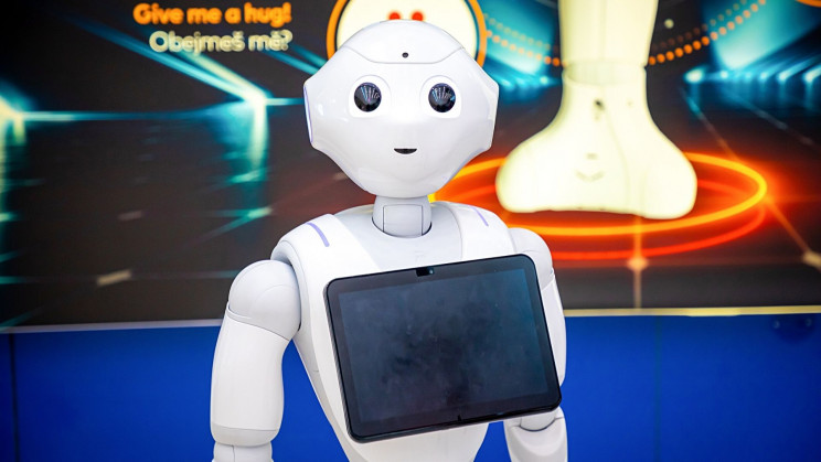 Pepper Robot Voices Its 'Inner Thoughts' to Boost User Trust