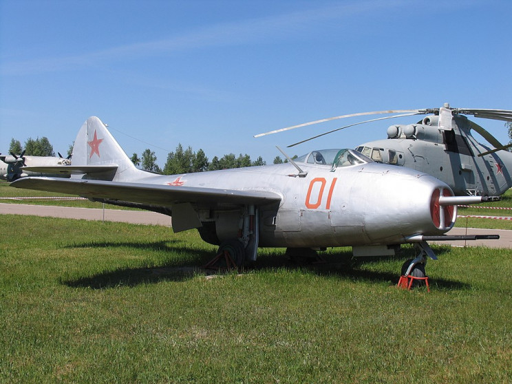 early jets MiG-9