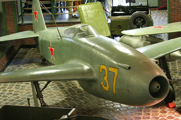 early jet planes yak-15