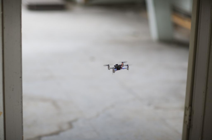 A grouping of small drones buzzing together thanks to a new and efficient algorithm has been put together by s