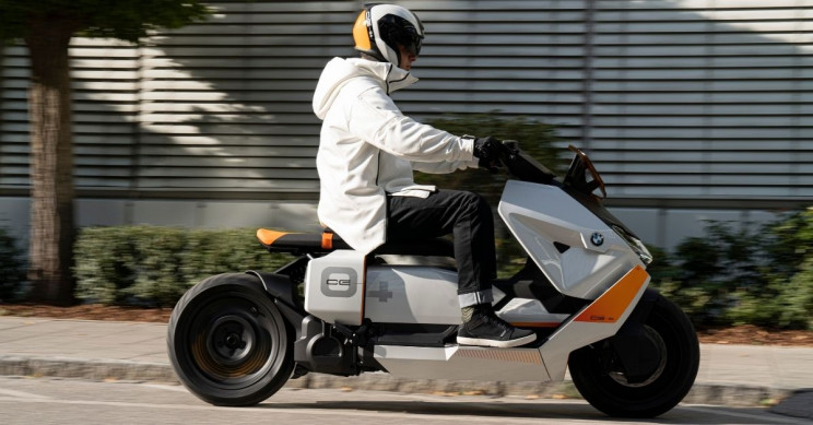 BMW's New 'Moving Screen' Electric Scooter Concept Unveiled