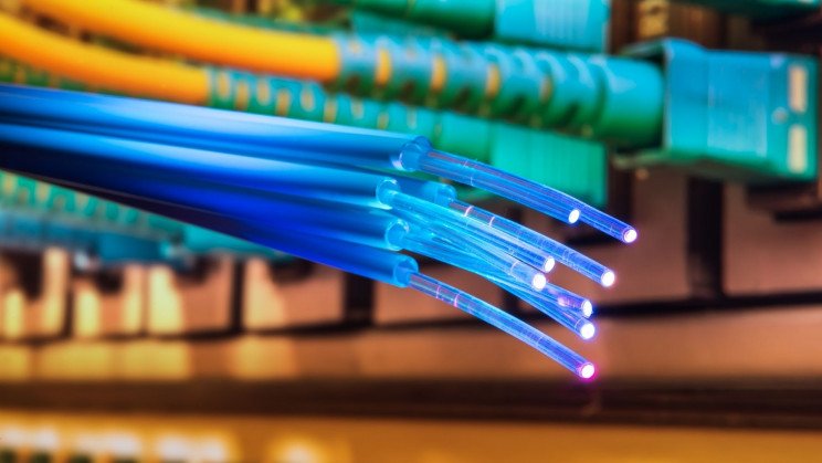 Researchers Squeezed Breakneck 44.2 Tbps Through Ordinary Fiber Optic Cables