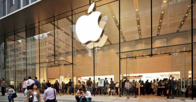 Apple Employee Sent Himself Very Personal Pic from Customer's Phone
