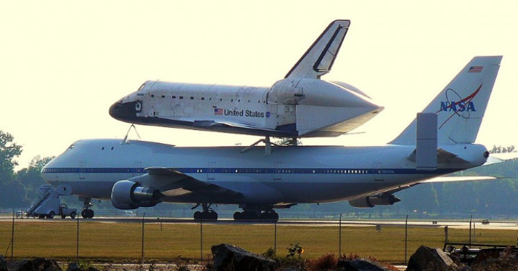 747 transporting the space shuttle