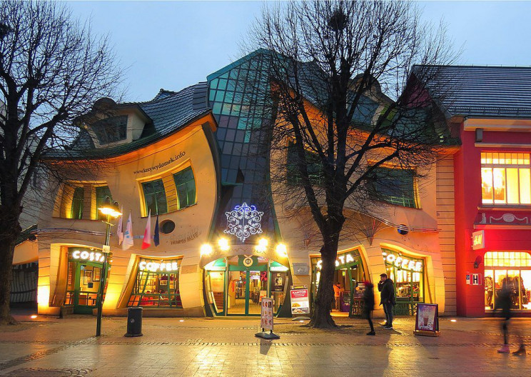 unusual buildings crooked house