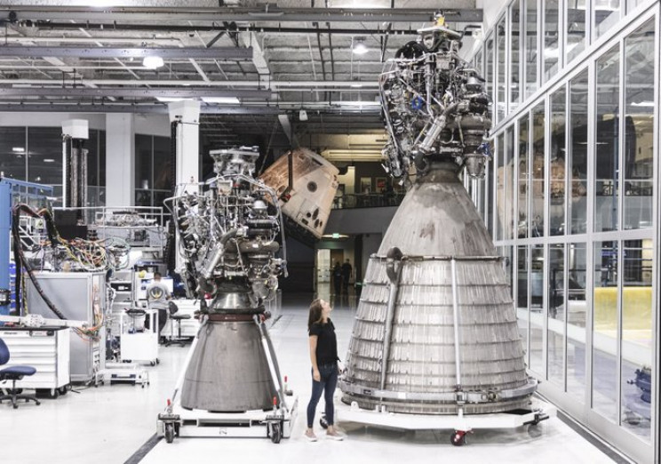 SpaceX Successfully Fires up Starship's First Raptor Vacuum Engine