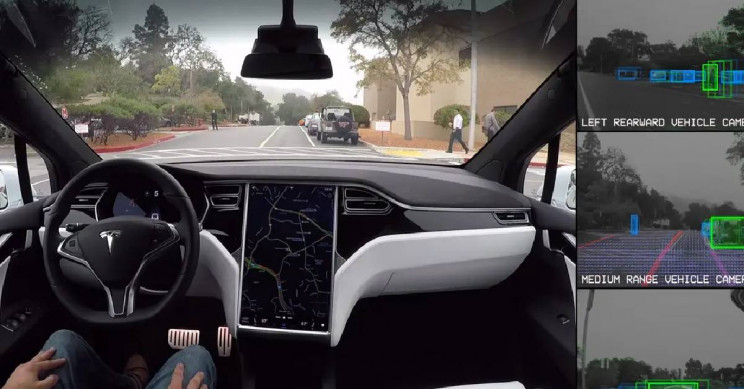 Video Showing How Tesla's New Feature of Detecting Traffic Lights Works
