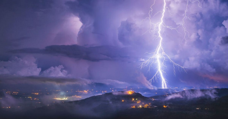 700-km Brazil 'megaflash' sets lightning record