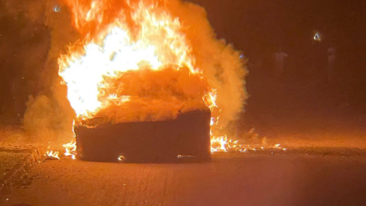 A Tesla Model S Plaid Spontaneously Combusted, Briefly Trapping the Driver Inside