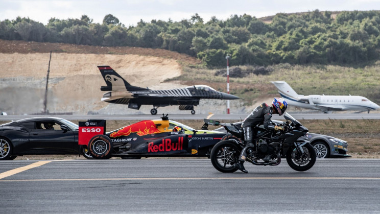 Watch a Kawasaki Superbike Beat an F-16 Jet in a Race